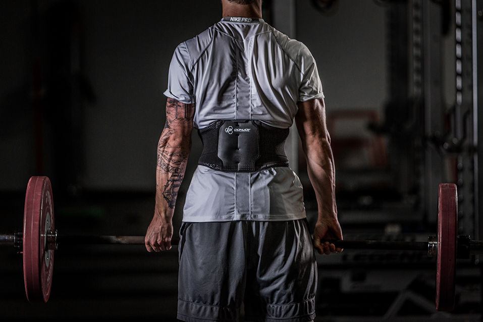 donjoy-performance-bionic-back-brace-lifting